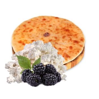 Осетинский пирог с творогом и ежевикой